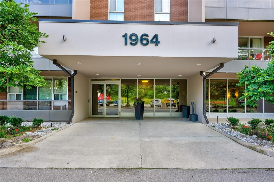 408 1964 MAIN Street W, hamilton, Ontario